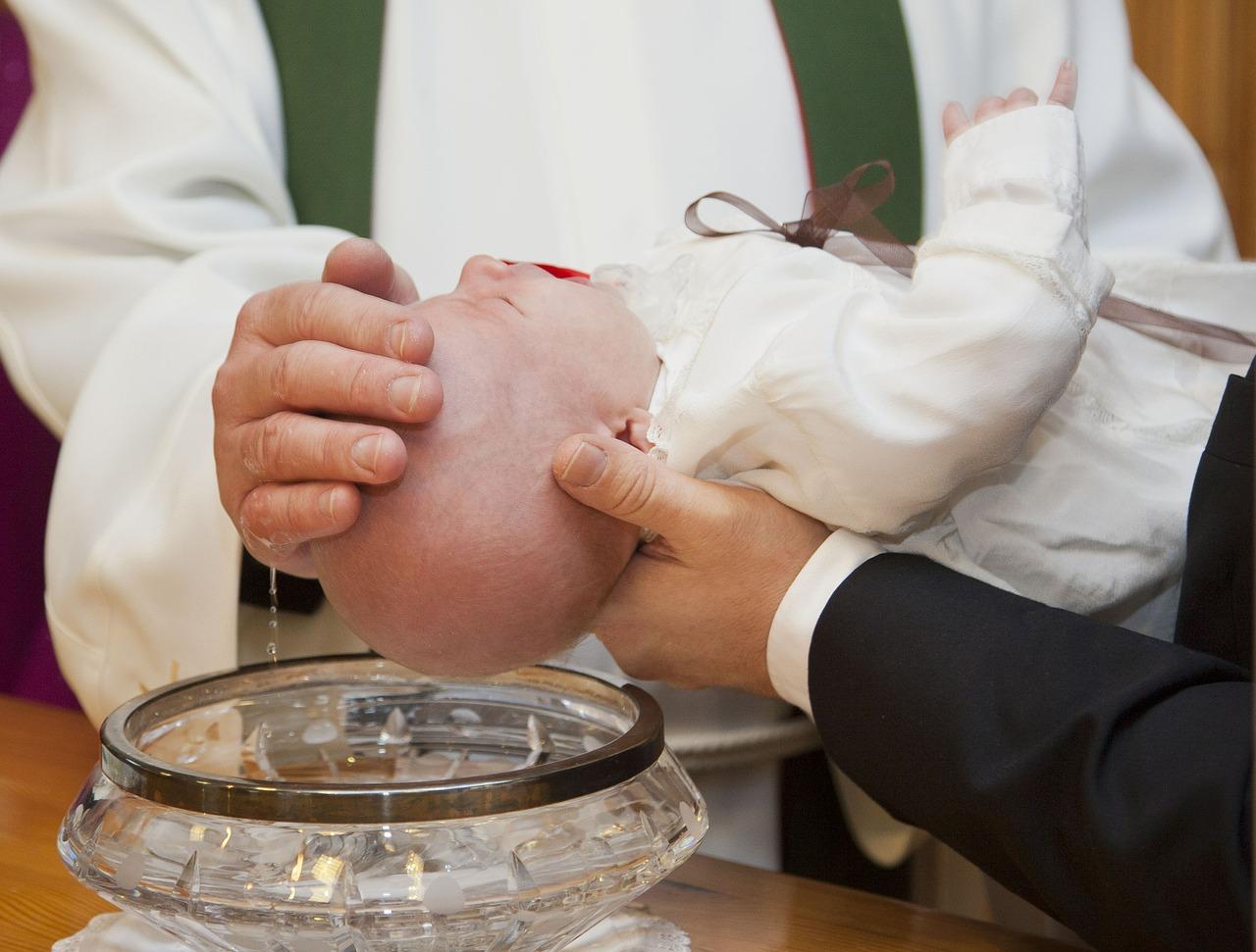Internationale Taufe in Strahlfeld
