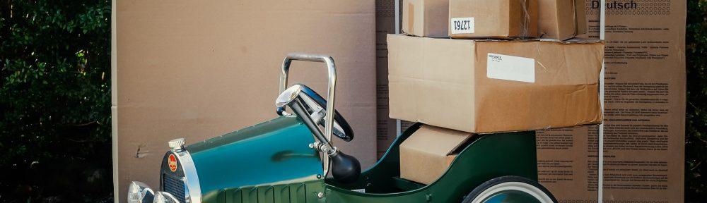 Umzugswagen mit Kisten